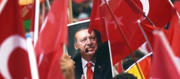 Noch steht Deutschland nicht gegen Erdogan. Was sich die Bundesregierung von ihm alles anhören muss... - br.de