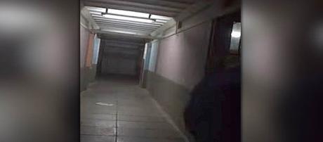 Barulhos inexplicáveis, luzes piscando e porta batendo, tudo isso foi filmado na escola (Youtube)