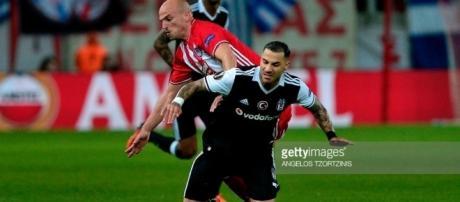 Olympiacos Piraeus v Besiktas Istanbul - UEFA Europa League Round ... - gettyimages.com