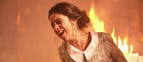 Beatriz Dos Casas rischia di morire nell'incendio provocato dal fratello Damian