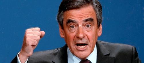 François Fillon contestant les arbitres, reste dans la course présidentielle. Et il ne risque carton jaune ou rouge avant longtemps