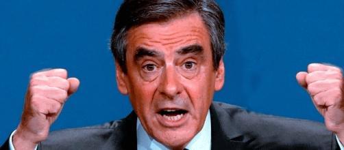 François Fillon peut continuer, mis en examen, à s'insurger : c'est devenu le rebelle antisystème
