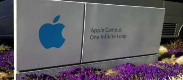 Apple Headquarters – Cupertino, Flickr, Luis Villa del Campo (CC BY 2.0) https://www.flickr.com/photos/maguisso/6102703752