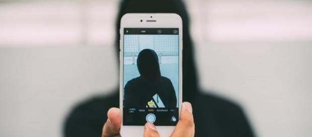 """La conectividad de los smartphones es buscada por los """"hackers"""" Foto sopitas.com"""