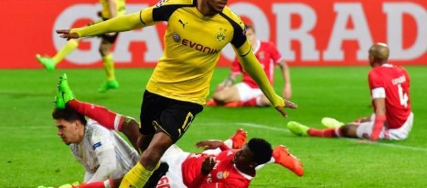 Le Parisien : Pierre-Emerick Aubameyang, l'attaquant gabonais du Borussia célèbre son triplé face à Benfica, le 8 mars 2017 à Dortmund.