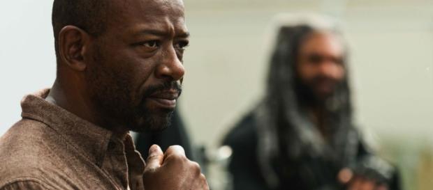 Morgan ao lado do Rei Ezekiel após o encontro com salvadores