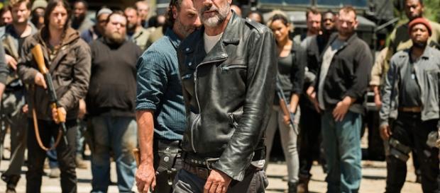 Negan e Rick no quarto episódio da sétima temporada de The Walking Dead