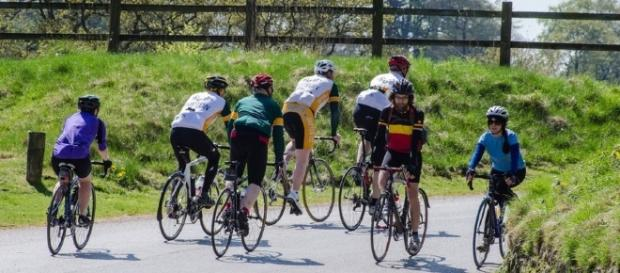 Sorpasso dei ciclisti, 1,5 metri di distanza: la nuova legge - targatocn.it