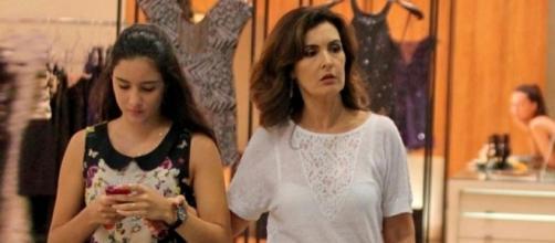 Fátima Bernardes foi flagrada ao lado da filha