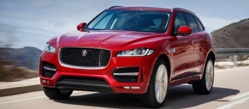 Jaguar F-Pace 2.0D R-Sport (2016) review by CAR Magazine - carmagazine.co.uk