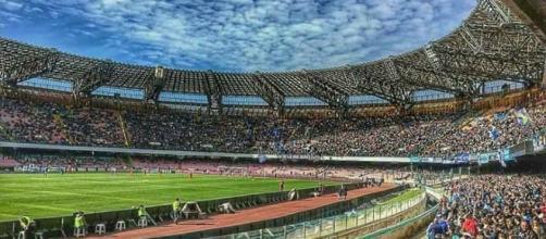 Stadio San Paolo, Napoli. Affollato dai tifosi.