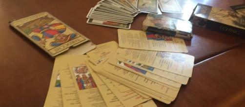 """Tarocchi e libri magici, ecco il materiale del """"santone"""" - La Stampa - lastampa.it"""