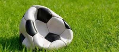 Un pallone da calcio metaforicamente sgonfio