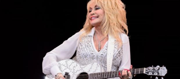 Dolly parton keeps her promise to Tennessee families stricken by wildfires. trendingnator.com