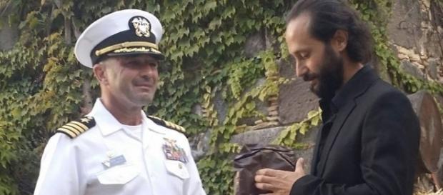Lorenzo Muscoso con il Capitano Trickel della Naval Air Sigonella