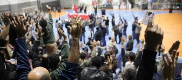 Metroviários e condutores aprovaram greve em assembleia. (Foto: Paulo Iannone)