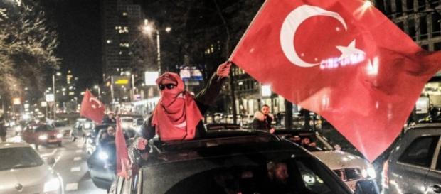 Wie beeinflusst das die Niederlande-Wahl? - Türkei weist Holland ... - bild.de