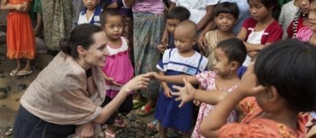Mesmo em momentos difíceis, Angelina Jolie continua com seu ativismo e ajuda humanitária