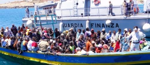 Maxi operazione della Guardia Costiera: arrestati tre scafisti ... - strettoweb.com