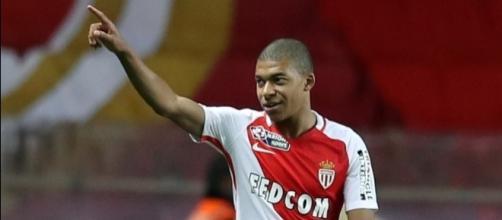 Monaco: Mbappé est reparti avec le ballon du match - bfmtv.com