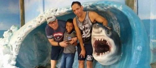 Na foto reproduzida das Redes Sociais, Fernando, Marcelo e o filho, João.