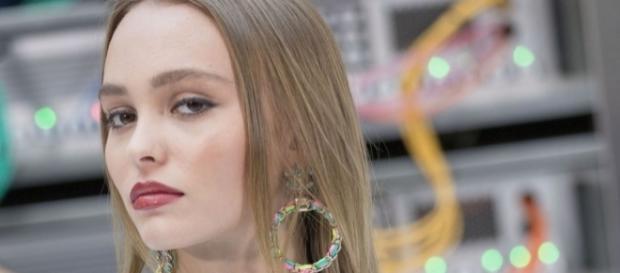 Lily-Rose Depp reine du frow row du défilé Chanel à Paris - puretrend.com