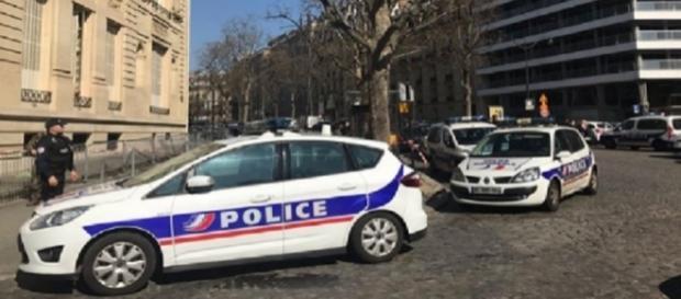 polizia francese presente nell'edificio colpito
