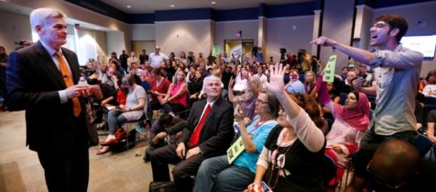 Protests, Dissent Continue at Republican Constituent Meetings ... - topnews.one