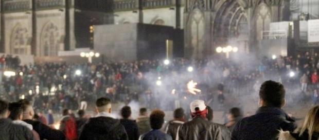 30 Schaulustige attackieren Polizisten bei Routineeinsatz - sieben ... - focus.de