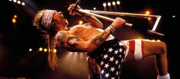 Guns N' Roses criança tem reação muito inusitada