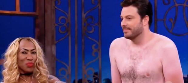 A nudez de Danilo Gentili e Inês Brasil é um dos assuntos mais comentados na web