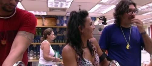 Marinalva sorriu e disse que lhe deu um frio na barriga com o beijo de Ilmar (Foto: Reprodução/TV Globo)