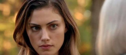 The Originals: ao fim de cinco anos Hayley consegue trazer sua família de volta (Foto: CW/Screencap)