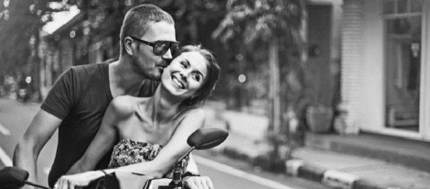 Gestos que demostram intimidade entre o casal