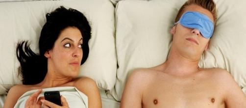 Alguns sinais podem mostrar que o parceiro está escondendo algo