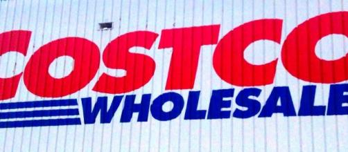 Coastco Wholesale/Photo by Mike Mozart via Flickr, Creative Commons/www.flickr.com/photos/jeepersmedia/15422938262