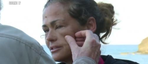 Samantha De Grenet Ha Richiesto L'Intervento del Medico sull'isola - clickvirale.com