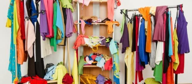 Abbandonare abiti troppo presto: una pessima abitudine per l'ambiente.