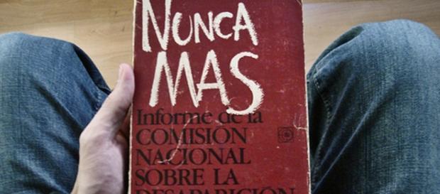 """""""Nunca Más"""", el informe elaborado por la Conadep con información sobre los detenidos de la dictadura."""