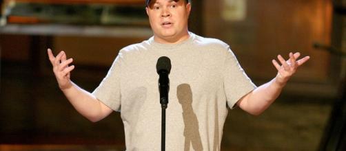 El comediante John Caparulo fue atacado en el escenario