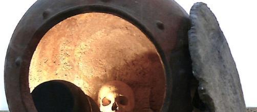 Enterramiento en vasija de cerámica de tipo argárico.