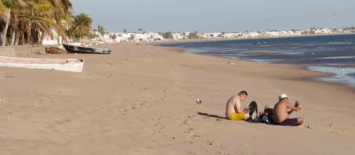 Las playas de la Bahía de Nuevo Kino y algunas embarcaciones.