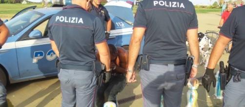 Palermo, ferisce poliziotto: arrestato l'homeless che aveva morso ... - repubblica.it