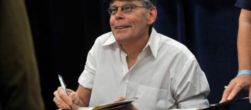 Stephen King takes to Twitter to mock President Trump over Obama wiretapping claims. - inquisitr.com