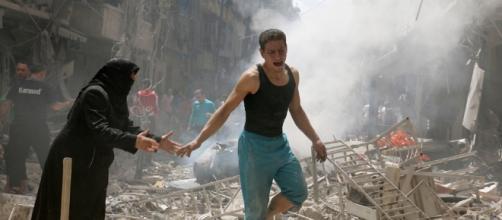 Un drammatico momento della distruzione di Aleppo