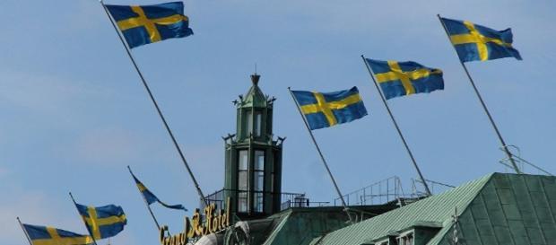 Bandiere svedesi, croce scandinava gialla su sfondo blu
