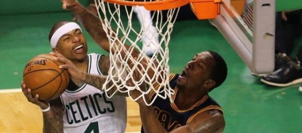 Isaiah Thomas fez 31 pontos e ajudou o Celtics a ganhar do Cavaliers
