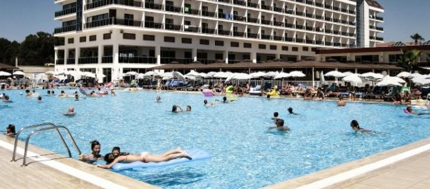 S-a demonstrat științific faptul că mulți oameni urinează în piscine