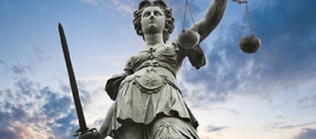 Statue von Justitia, der römischen Göttin der Gerechtigkeit und des Rechtswesens.