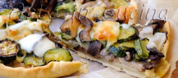 Torta salata con zucchine e funghi misti | Arte in Cucina - giallozafferano.it